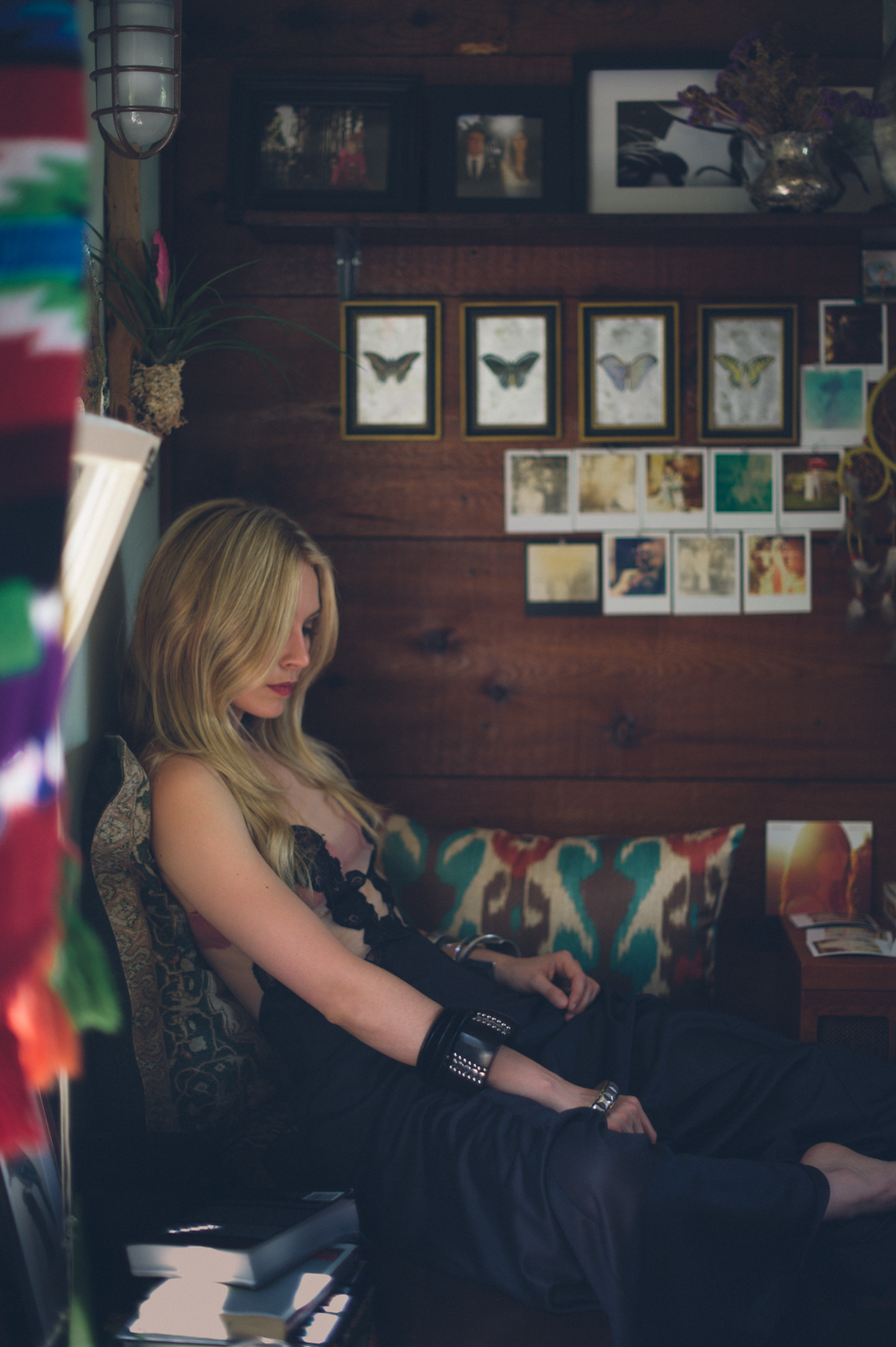 Sarah Sanguin Carter at the Feather Love Workshop in San Diego - Photograph by Briana Morrison